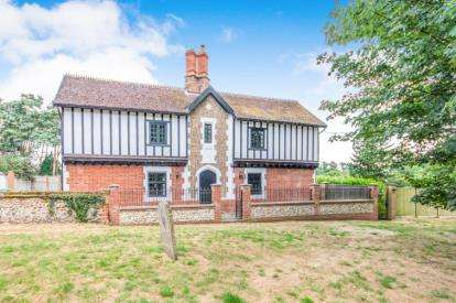 5 Bedrooms Detached House for sale in Necton, Swaffham