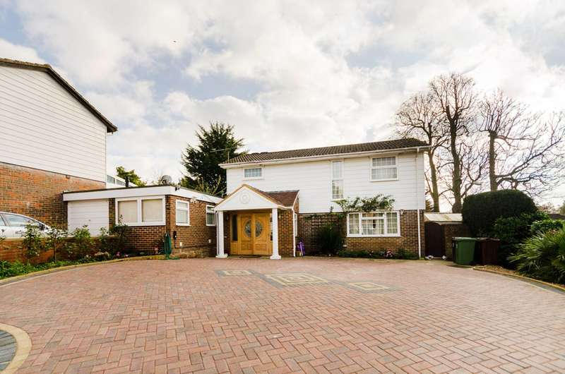 4 Bedrooms Detached House for sale in Parklands Way, Worcester Park, KT4