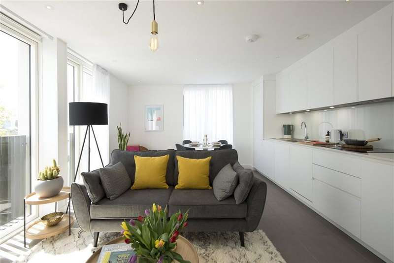 2 Bedrooms Flat for sale in Cambridge Heath Road, London, E2