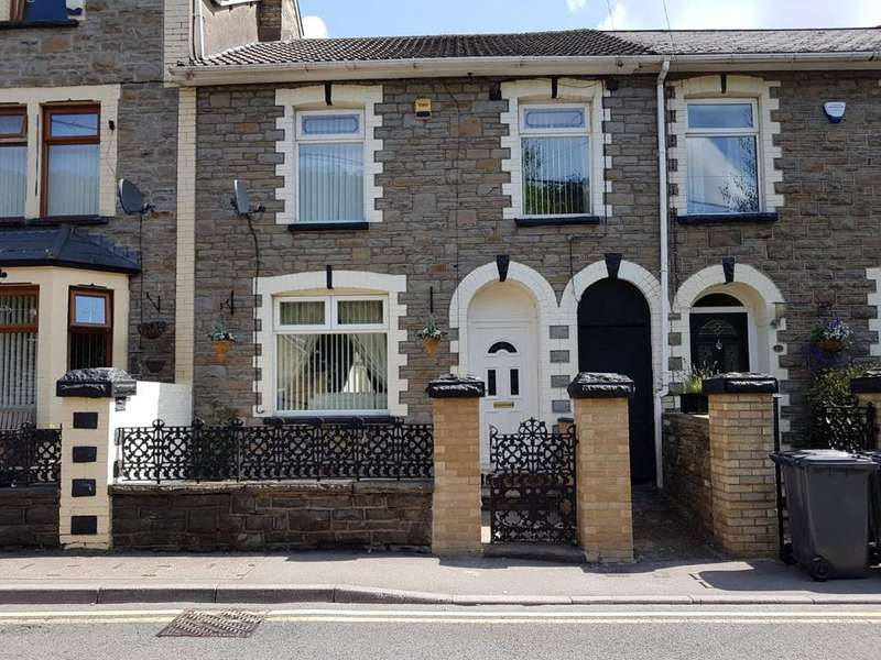 3 Bedrooms Terraced House for sale in Castle Street, Abertillery. NP13 1DS.