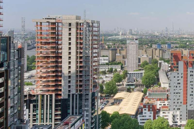 2 Bedrooms Flat for sale in Harbour Central, Canary Wharf E14