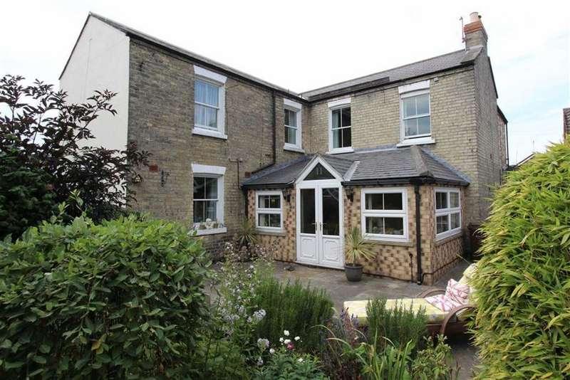 4 Bedrooms Detached House for sale in Marton Road, Bridlington, East Yorkshire, YO16