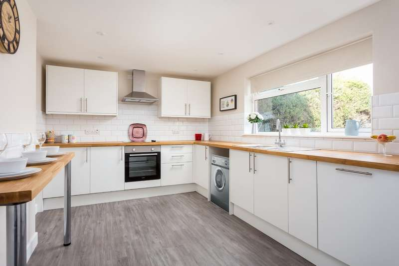 3 Bedrooms End Of Terrace House for sale in Innsworth Lane, Gloucester, GL3 1HD