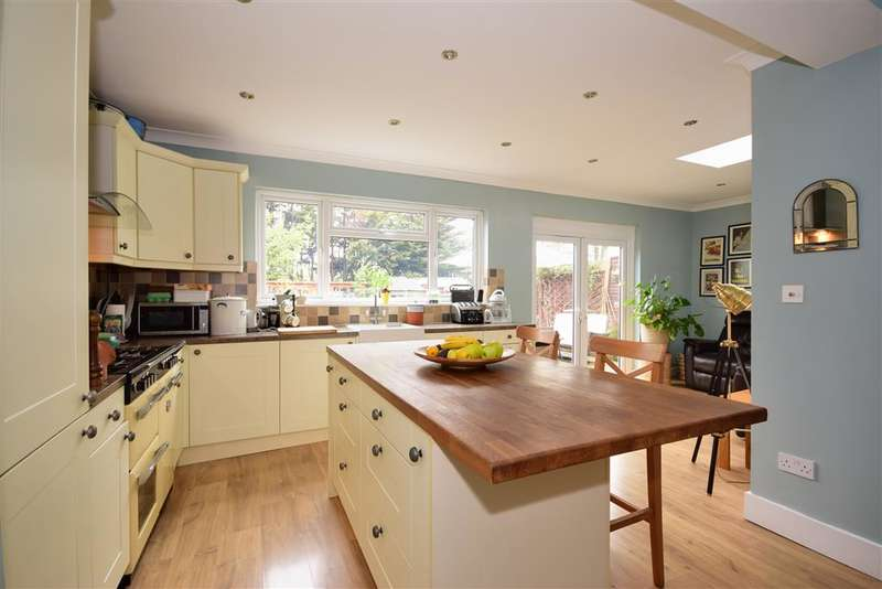 4 Bedrooms Semi Detached House for sale in Ashgrove Road, , Ilford, Essex