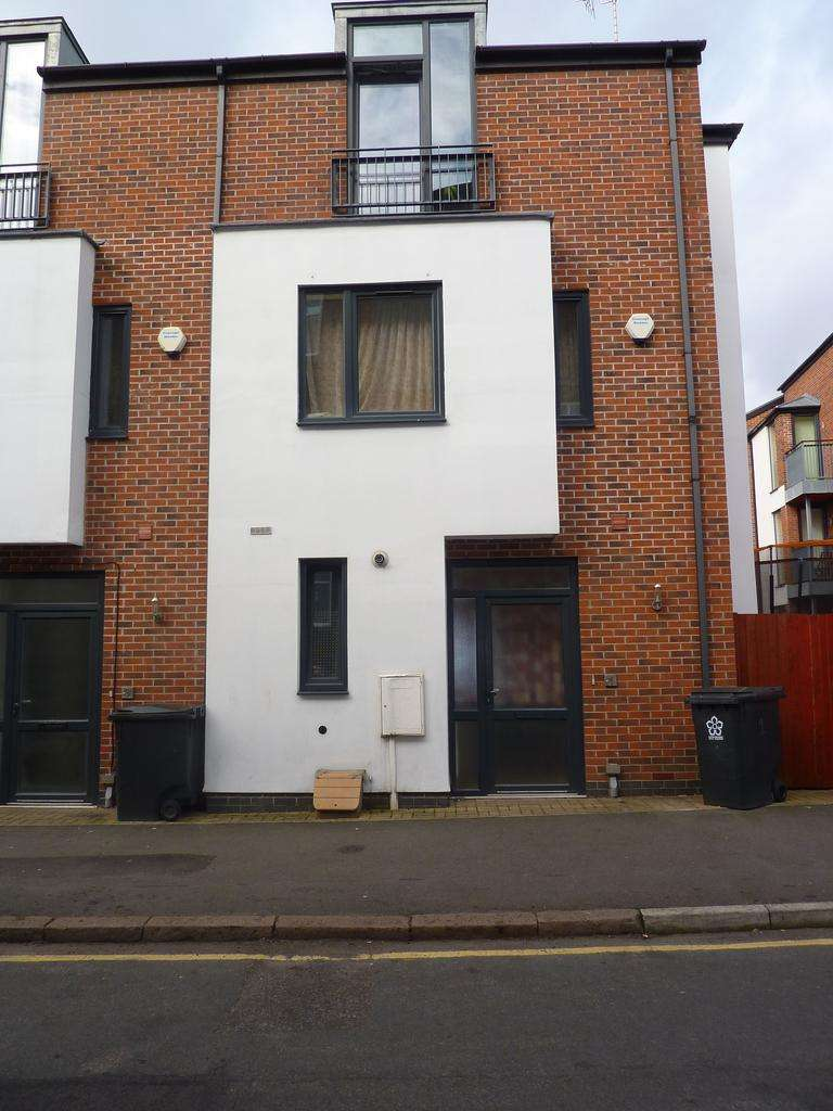 4 Bedrooms House for sale in Drinkstone Road, Leicester, LE5