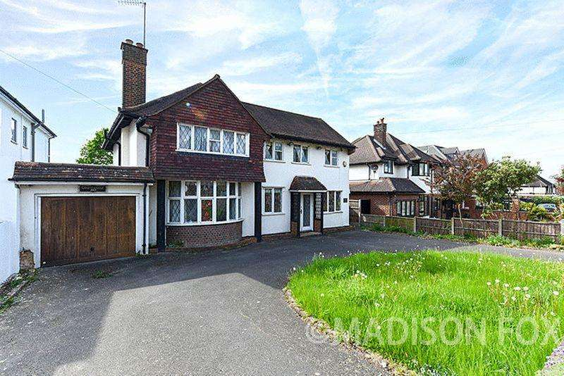 6 Bedrooms Detached House for sale in New Forest Lane, Chigwell, IG7