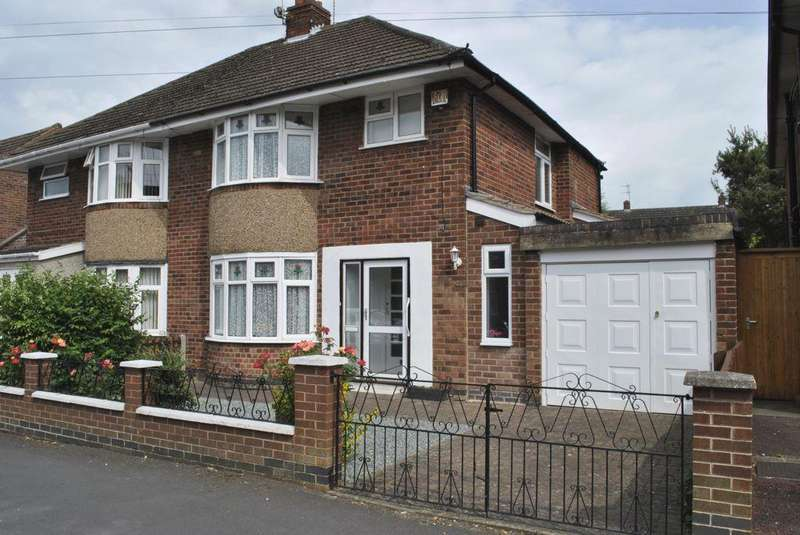 3 Bedrooms Semi Detached House for sale in Eastway Road, Wigston, LE18