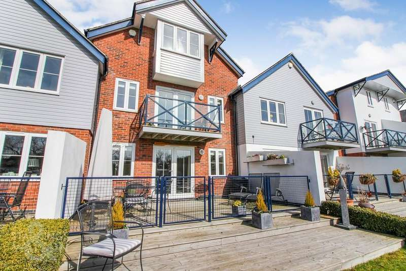 5 Bedrooms Town House for sale in Wherry Close, Chedgrave, Norwich