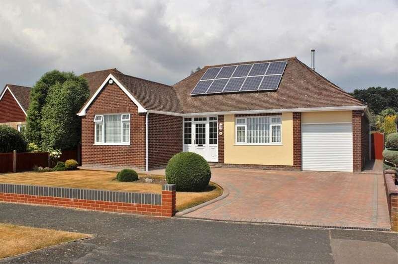 3 Bedrooms Detached Bungalow for sale in The Thicket, Down End