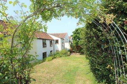3 Bedrooms Semi Detached House for sale in Martcombe Road, Easton-in-Gordano, Bristol