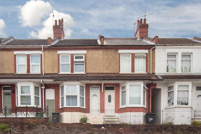 2 Bedrooms Terraced House for sale in St. Saviours Crescent, Luton