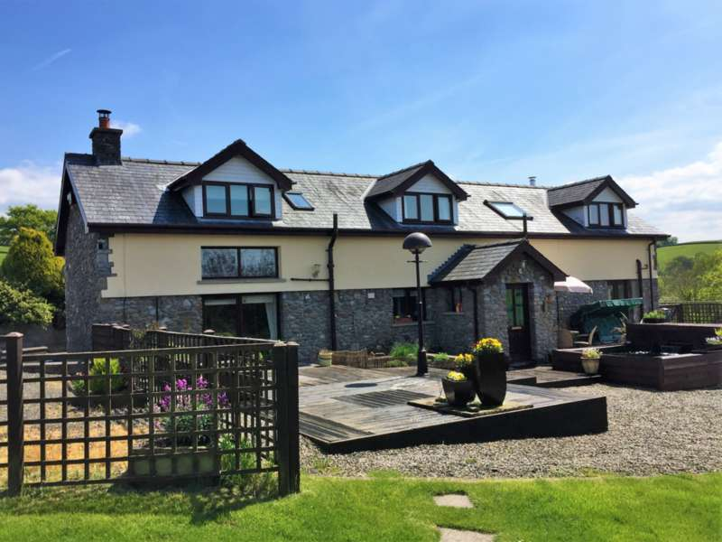 3 Bedrooms Barn Conversion Character Property for sale in Llandovery CARMARTHENSHIRE