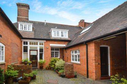 2 Bedrooms Terraced House for sale in Park House, Park Drive, Market Harborough, Leicestershire