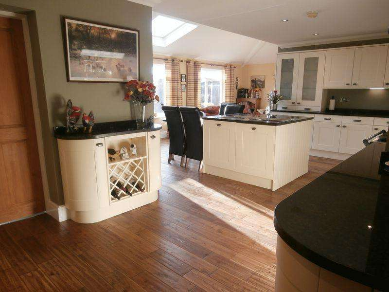 4 Bedrooms Detached House for sale in Main Road, Camerton