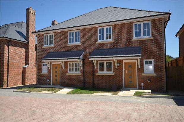 3 Bedrooms Semi Detached House for sale in Victoria Place, Crowthorne, Berkshire