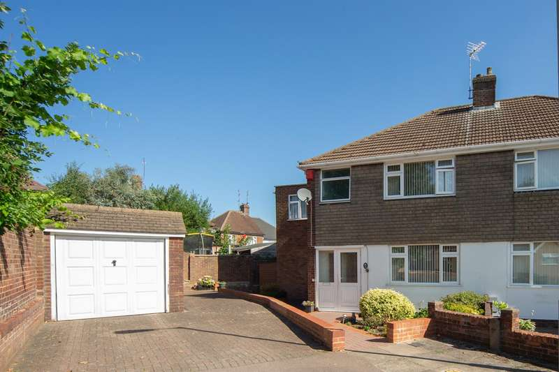 4 Bedrooms Semi Detached House for sale in Deep Denes, Luton