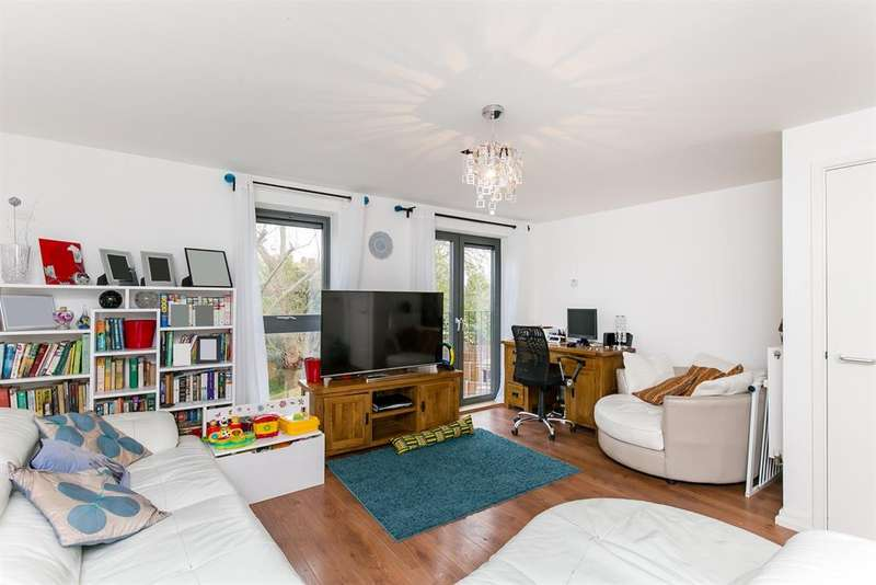3 Bedrooms Flat for sale in Akerman Road, SW9