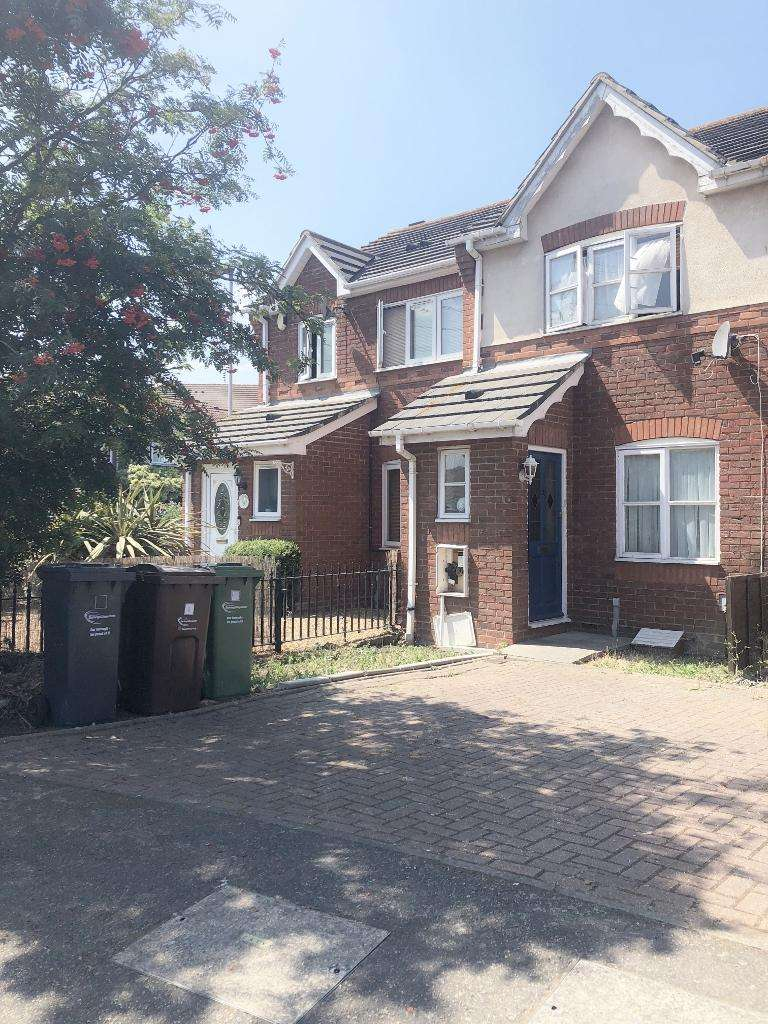 2 Bedrooms Terraced House for sale in Great Galley Close, Barking IG11