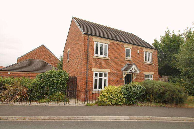 4 Bedrooms Detached House for sale in Raines Court, Longlands