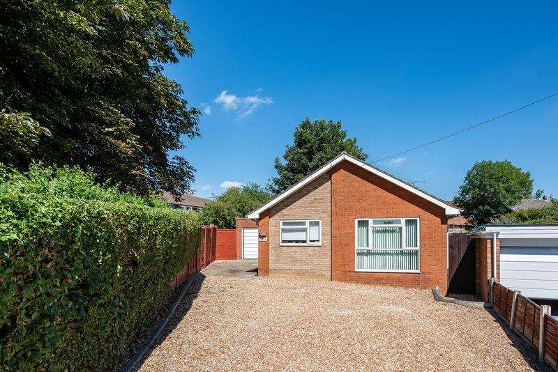 2 Bedrooms Detached Bungalow for sale in Buckingham Road, Bletchley, Milton Keynes