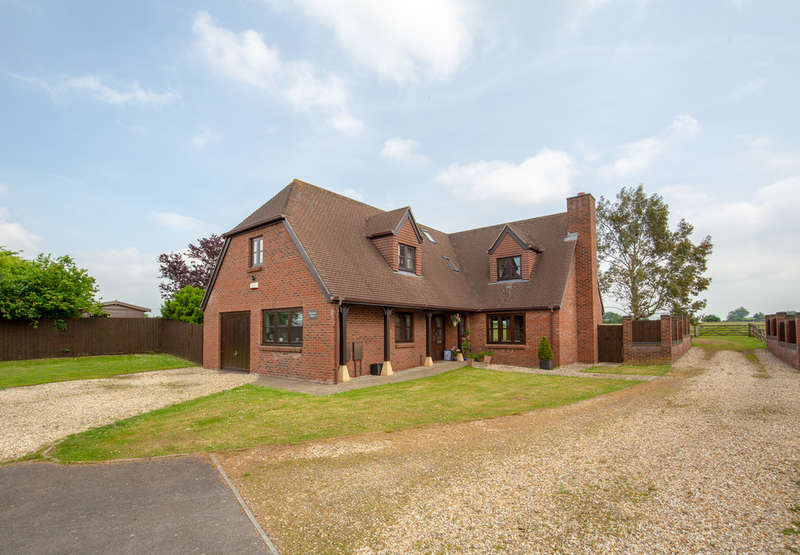 4 Bedrooms Detached House for sale in Coxley, Wells