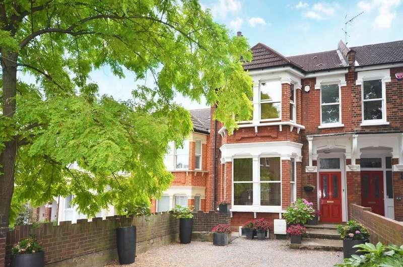 4 Bedrooms Semi Detached House for sale in Glenluce Road London SE3