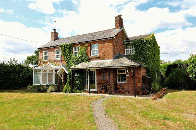 5 Bedrooms Unique Property for sale in Croeshowell Lane, Croeshowell, Rossett