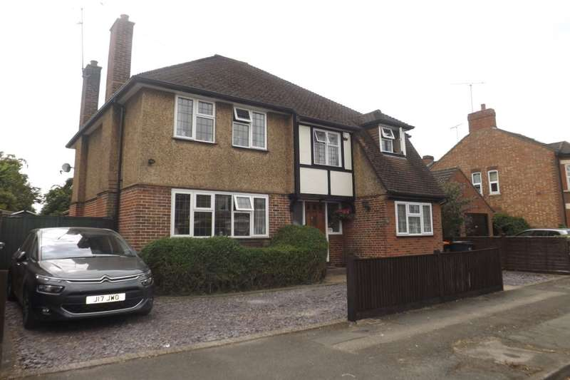4 Bedrooms Detached House for sale in Downs Road, Dunstable, LU5