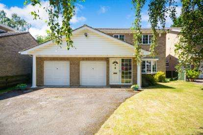 4 Bedrooms Detached House for sale in Chelsea Close, Lincoln, Lincolnshire, .