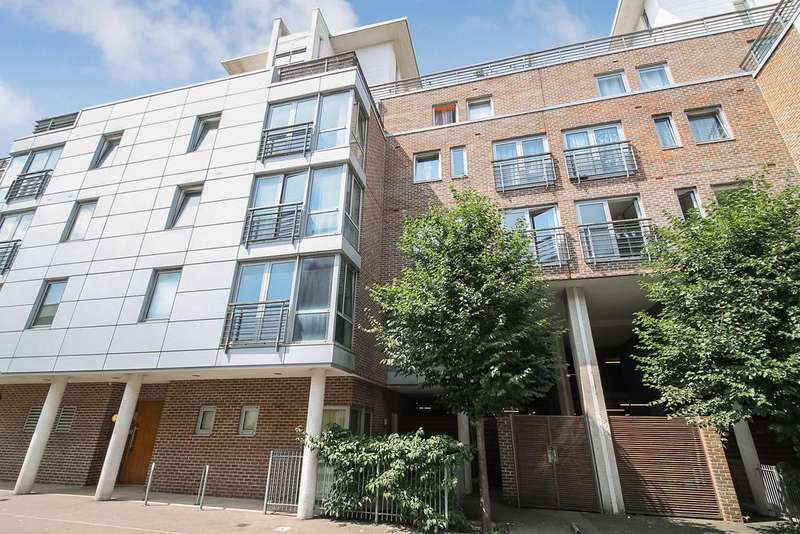2 Bedrooms Penthouse Flat for sale in Unicorn House, Cross Street, Portsmouth PO1