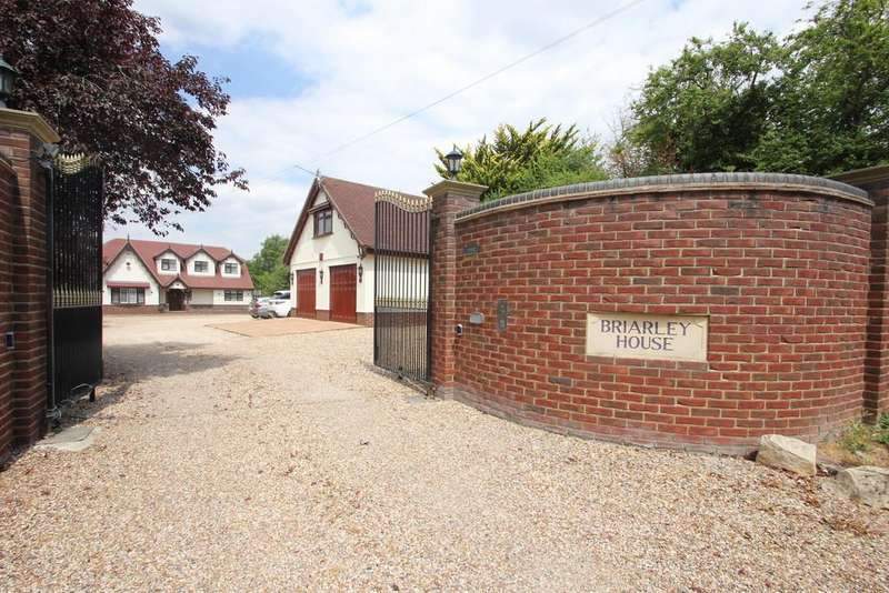 4 Bedrooms Detached House for sale in Lark Hill Road, Canewdon