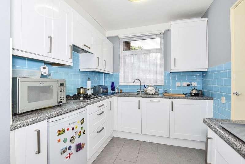 4 Bedrooms Maisonette Flat for sale in Grove Lane London SE5