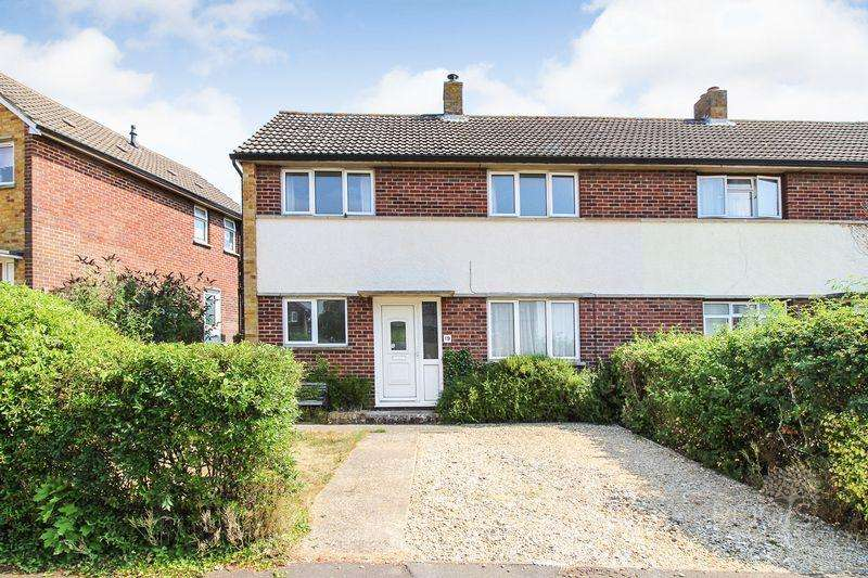 3 Bedrooms Semi Detached House for sale in Gaywood Drive, Newbury