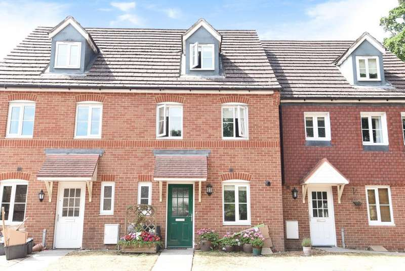 3 Bedrooms House for sale in Poperinghe Way, Arborfield, Reading, RG2