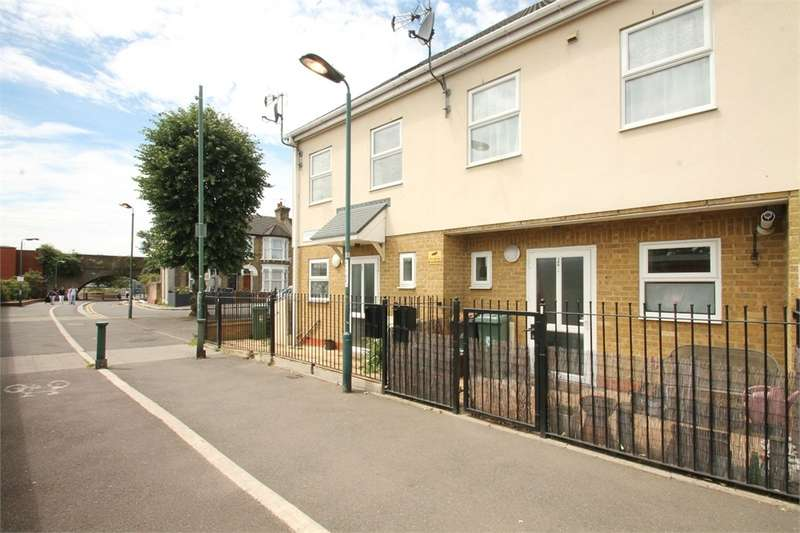 3 Bedrooms Terraced House for sale in Connaught Road, Leytonstone E11