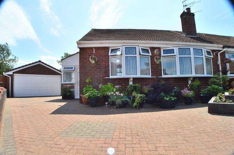 2 Bedrooms Semi Detached Bungalow for sale in Kirkham Close, Manchester