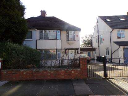 4 Bedrooms Semi Detached House for sale in Sandringham Gardens, North Finchley, ., London