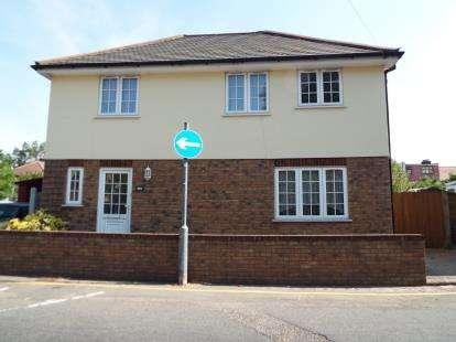 3 Bedrooms Detached House for sale in Barkingside, Essex