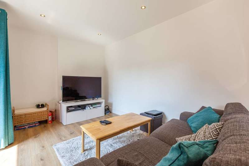 2 Bedrooms Flat for sale in Crossford Street, Stockwell, SW9