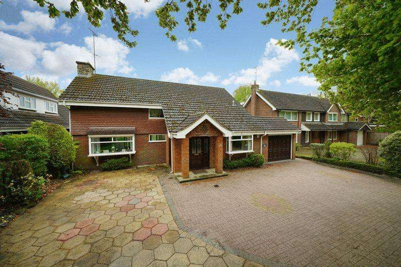 4 Bedrooms Detached House for sale in The Avenue, Dunstable