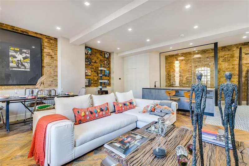 2 Bedrooms Flat for sale in Mandeville Courtyard, Battersea Park Road, SW11
