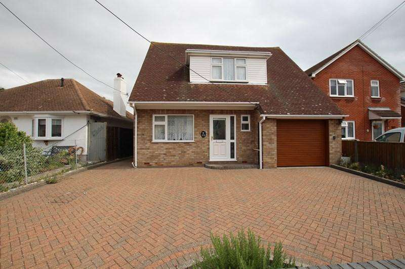 3 Bedrooms Chalet House for sale in Woodberry Way, Walton On The Naze