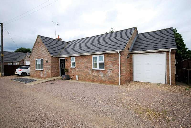 2 Bedrooms Detached Bungalow for sale in Lowgate, Holbeach, Spalding