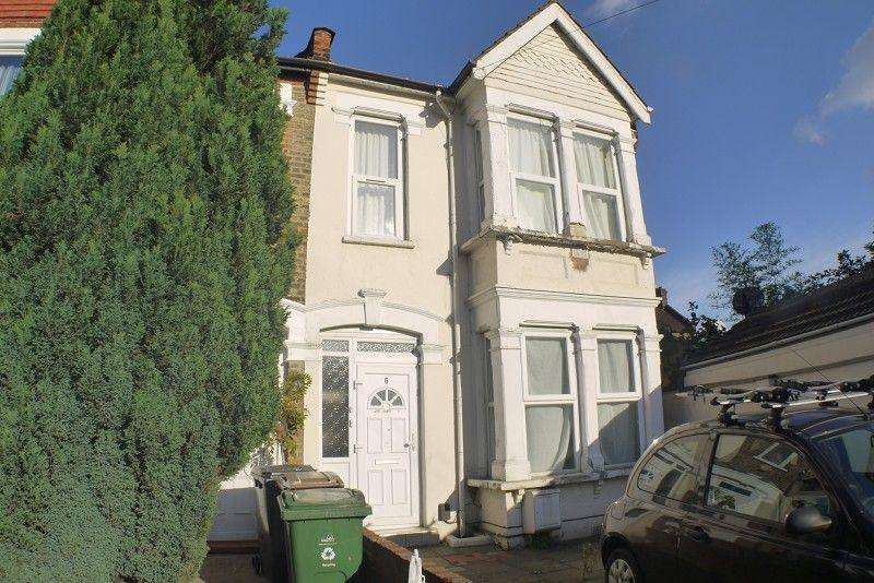1 Bedroom Ground Flat for sale in Cavendish Drive, Leytonstone, London. E11