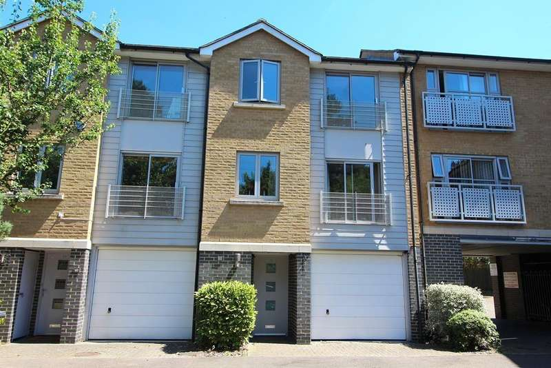 3 Bedrooms Terraced House for sale in Falcons Mead, Chelmsford, Essex, CM2