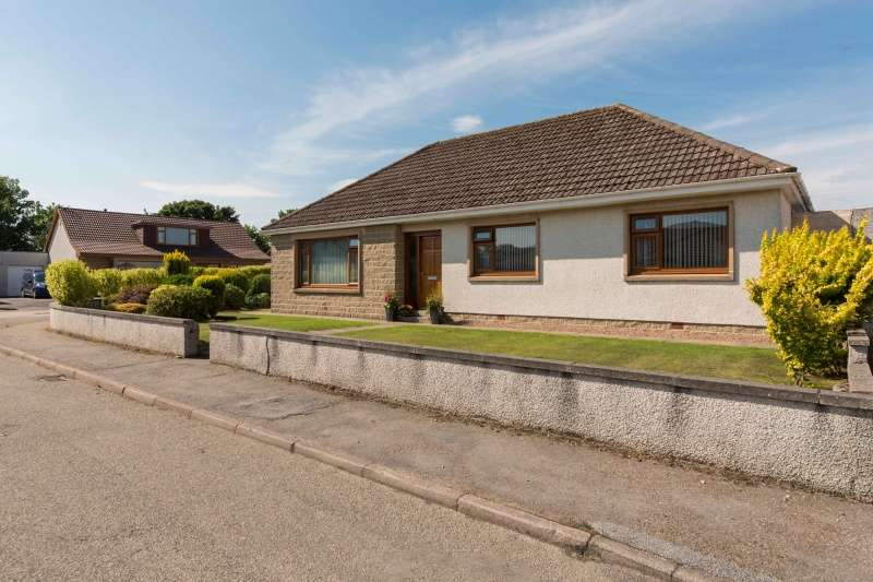 3 Bedrooms Bungalow for sale in Spey Drive, Buckie, Moray, AB56 1BZ