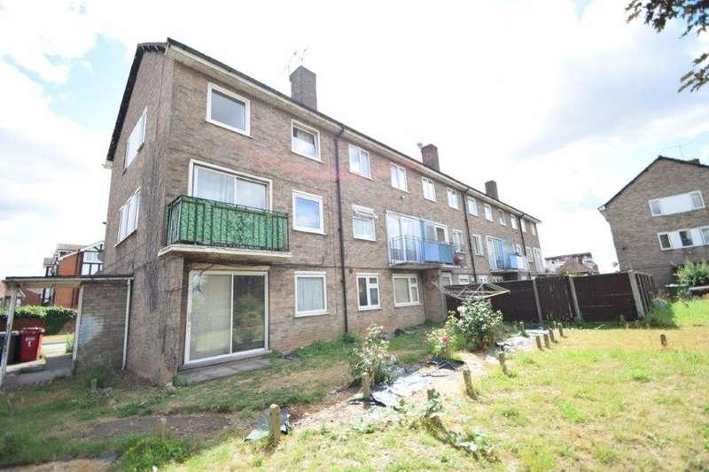 2 Bedrooms Maisonette Flat for sale in Conegar Court, Stoke Poges Lane, Slough, SL1