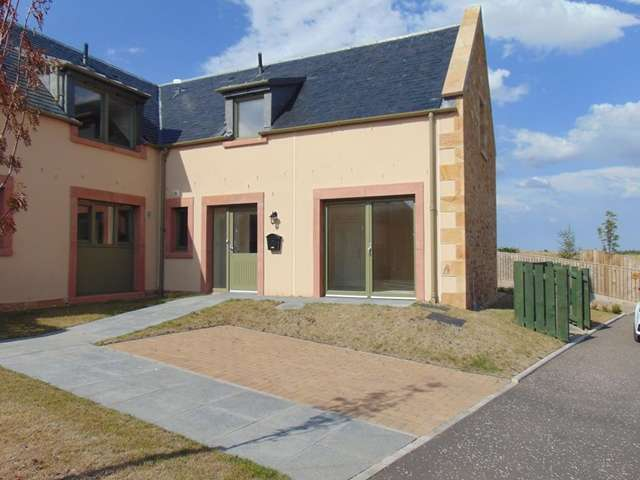 2 Bedrooms Ground Flat for sale in Two bedroom lower cottage