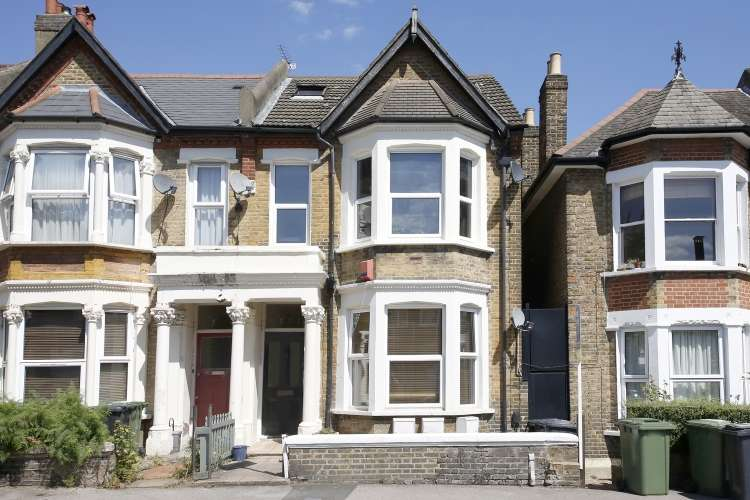 2 Bedrooms Flat for sale in Comerford Road London SE4