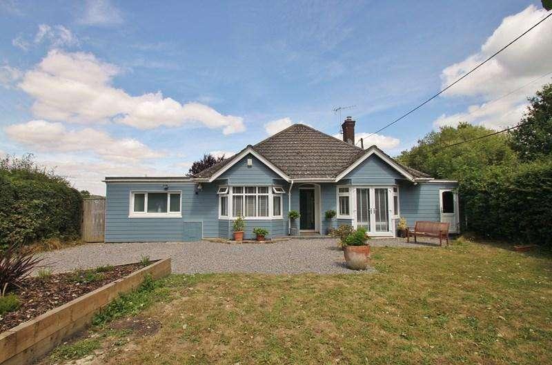 3 Bedrooms Detached Bungalow for sale in Edmondsham, Wimborne